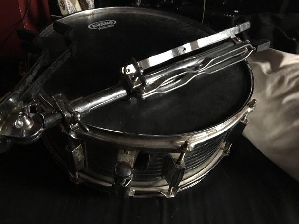 snare and snare stand