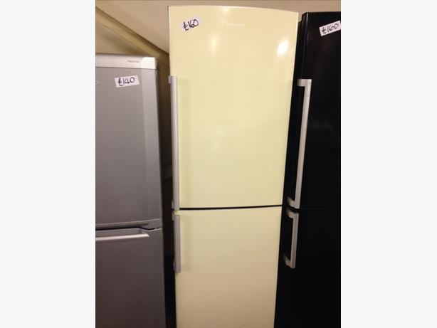 CREAM RUSSELL HOBBS FRIDGE FREEZER0