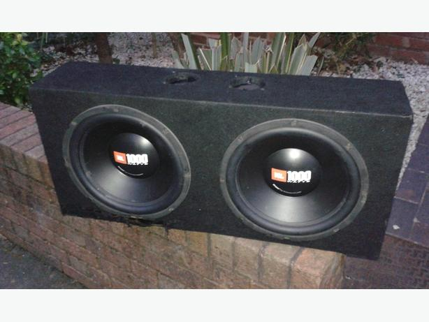 2x 12 inch jbl 1000watt sub with 1900watt mono block kicks well