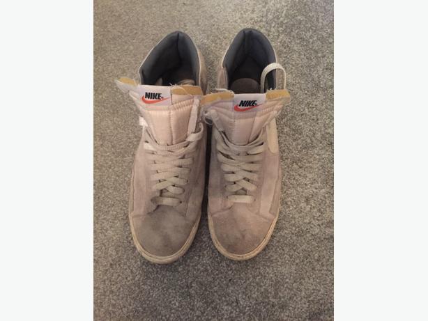 Mens grey Nike Blazers size 11.