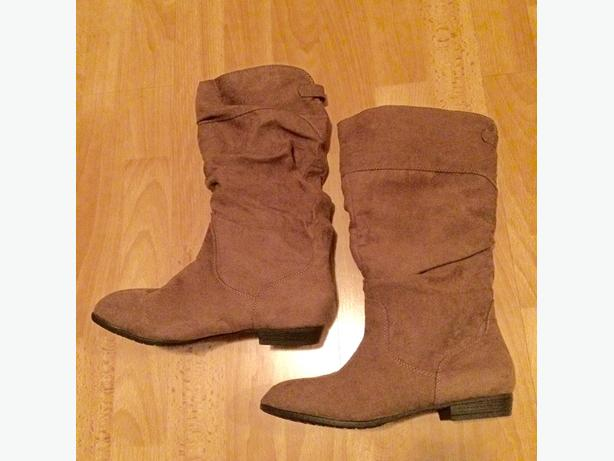 Suedu New Boots - Size 5
