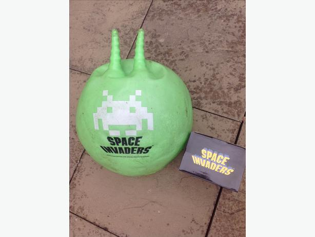 space hopper with pump