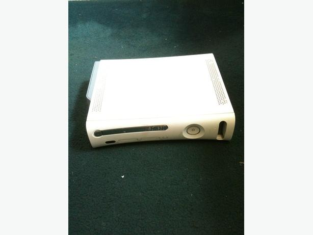 XBOX 360  CONSOLE GOOD WORKING ORDER WITH WIRES