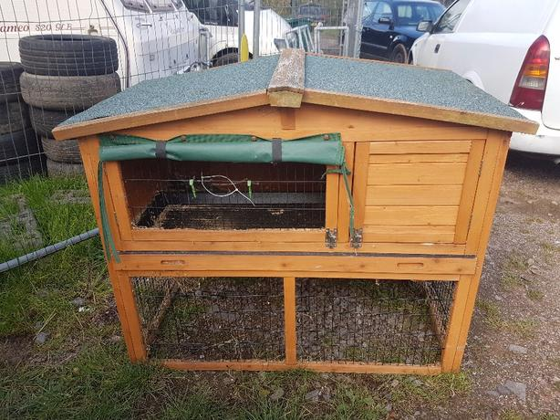 Two level Rabbit hutch