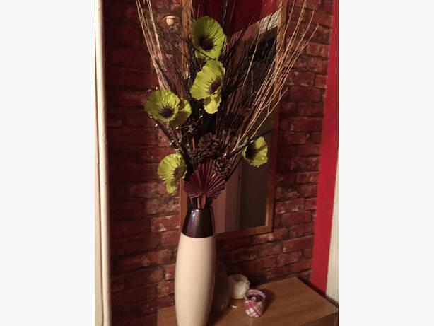 decoration vase with artificial flowers
