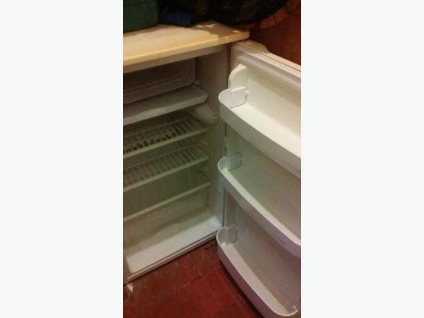 BEKO UNDER COUNTER FRIDGE WITH ICE BOX ALL WORKING
