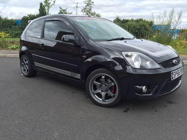 Genuine fiesta st 150bhp finished in panther black!