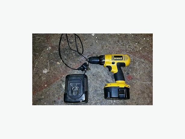 dewalt 14.4 cordless drill with charger
