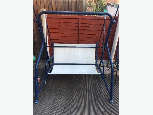 garden swinging seat