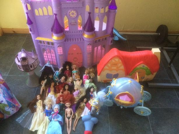 princess castle and dolls