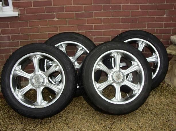 wolf Race 20inch Alloys with Tyres