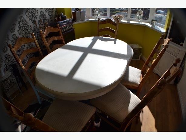 Oval Dinning table with 6 Chairs