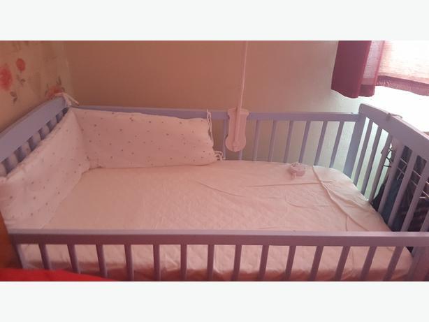 babys blue cot