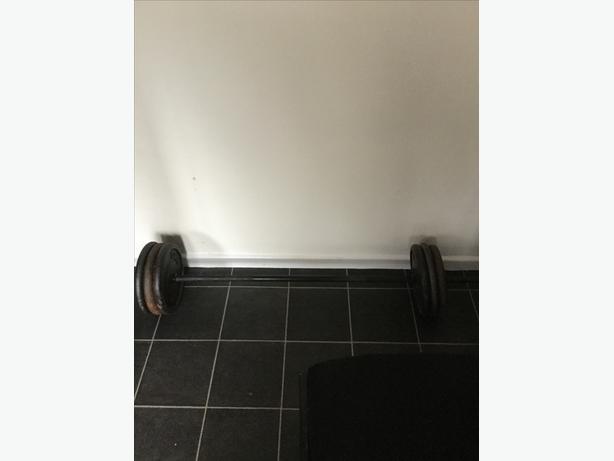 2 sets of dumbels bench and bar 180 kg cast