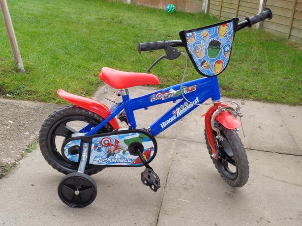 "Avengers 12"" Bike (in Argos at £102.99!!!)"