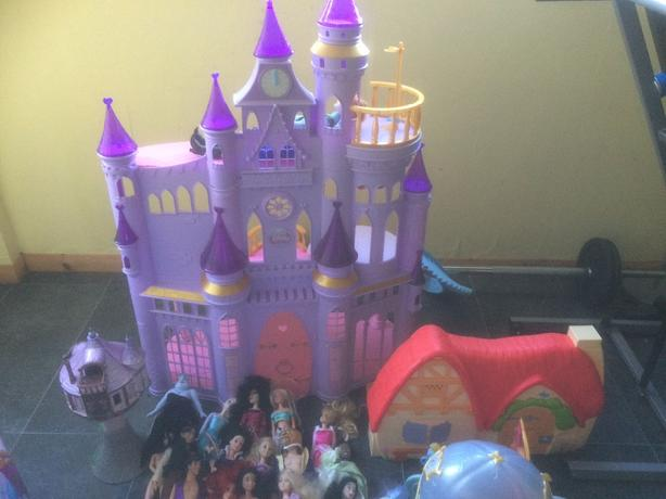 disney princess castle and dolls
