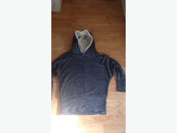 womans 10-12 hooded jumper