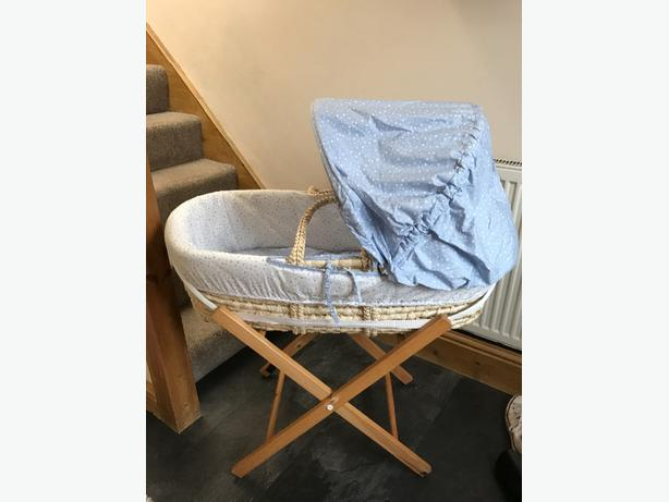 MOSES BASKET AND STAND BRAND NEW USED FOR 2 WEEKS!!!