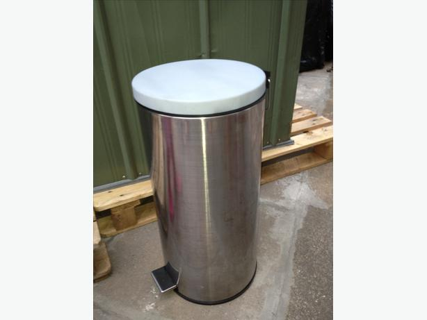 30L pedal bin with bucket
