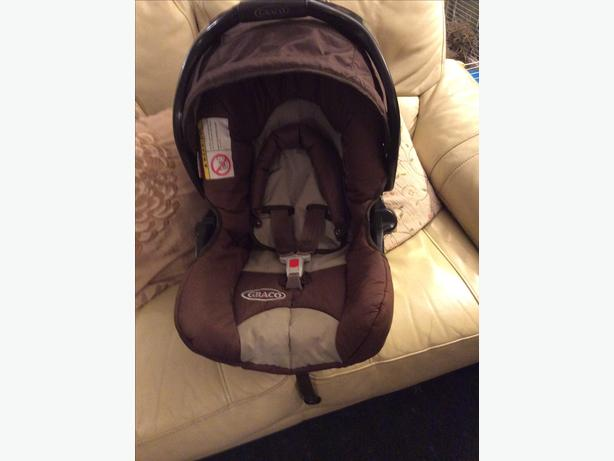 Graco car seat / baby carrier STILL FOR SALE