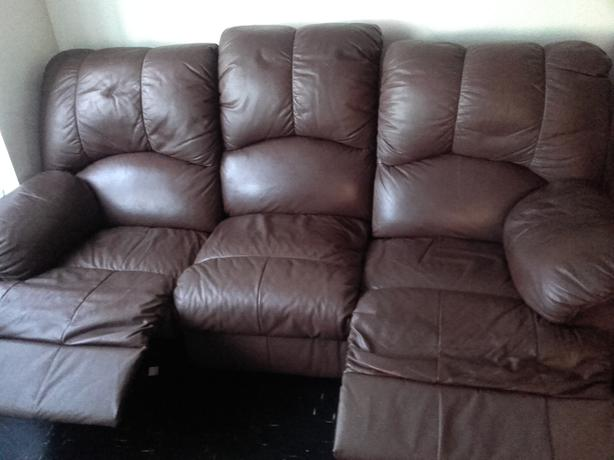leather sofa 3 seeate and 2 seeate