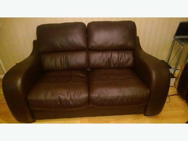 BRAND NEW QUALITY LEATHER SOFAS, 1 WEEK OLD, HARD WEARING AND VERY COMFORTABLE