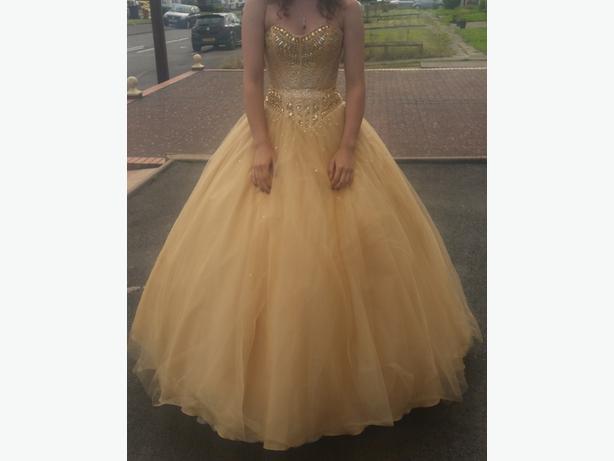 Beautiful Peachy Fluffy Prom Dress