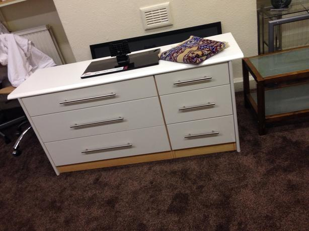 Very Nice White Large Bedroom Draws/ Sideboard Good Condition Can Deliver
