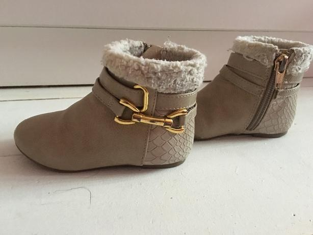 size 4 infants river island boots