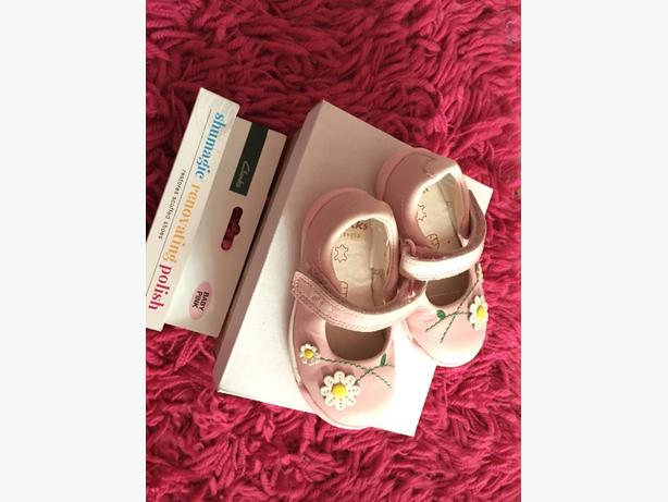 clarks infant first shoes size 3 and half F
