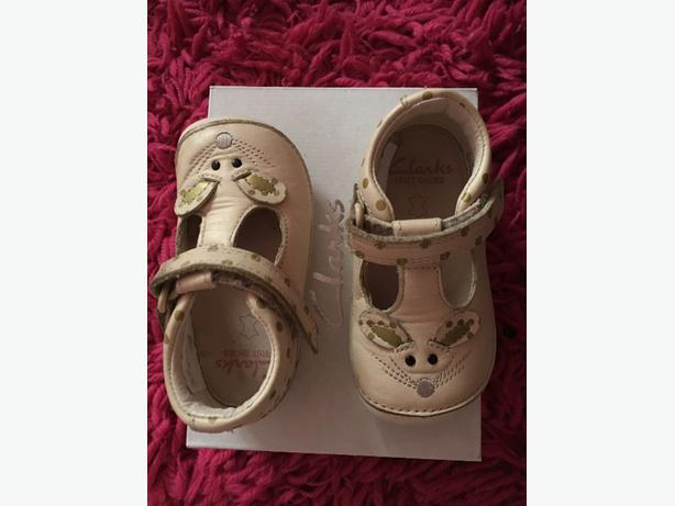 clarks infant shoes size 3 and half F
