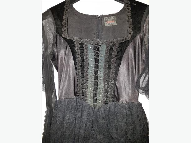 gothic dress 16 to 18 £25