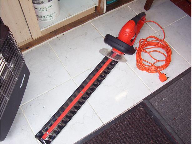 Black & Decker Hedge Trimmer, long cut 60cm blades, used only once