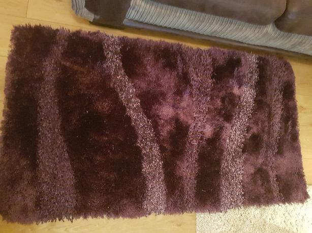 rug aubergine  colour