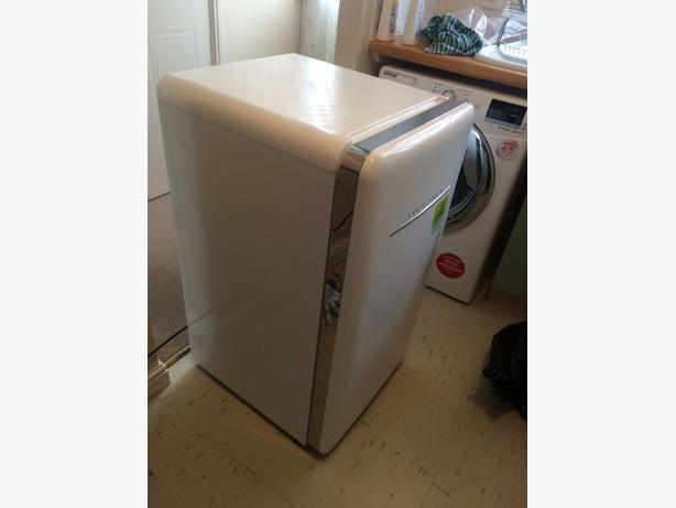 retro syle fridge