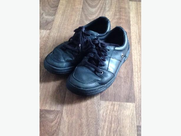 clarks boys school shoes. Size 2G