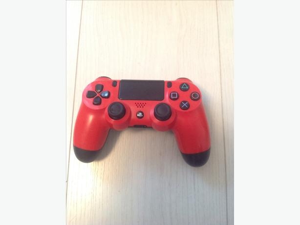 PLAYSTATION 4 WIRELESS RED CONTROLLER.