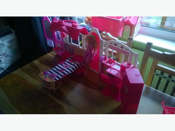 Barbie Carry House