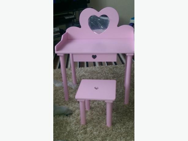 brand new dressing table and stool