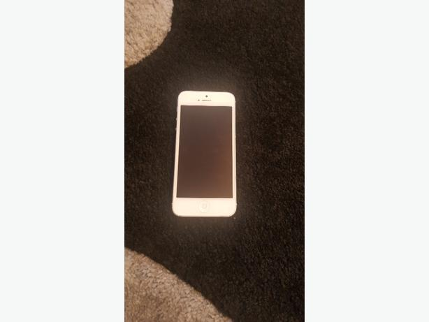 Apple iPhone 5 16gb white and silver UNLOCKED