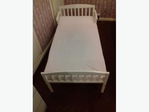 White frame toddler bed with matress and duvet