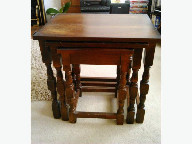 Nest of 3 tables mahogany wood excellent condition