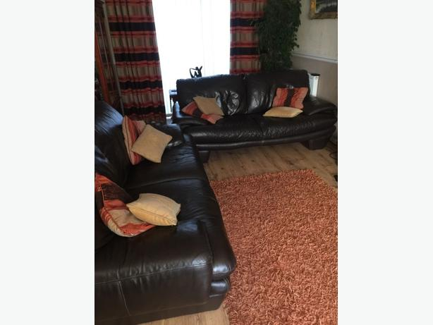 Huge and comfy 2 + 2 leather sofas in good condition // free delivery