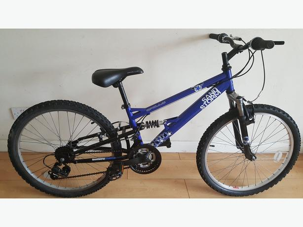 Apollo Sandstorm Mountain Bike. 24 inch wheels (Suit: 8 yrs to 11 yrs).