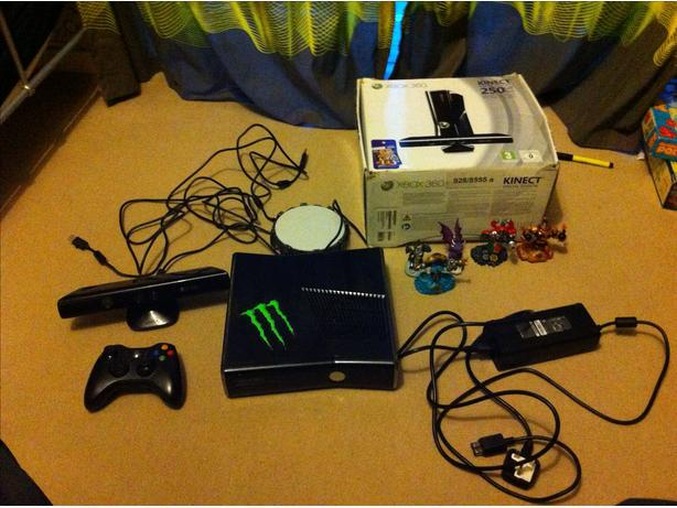 xbox 360 250GB, kinect, 1 controller and 37 games.
