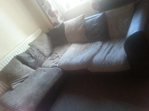 Settee for sale in good condition all washable. Good for people starting out £40