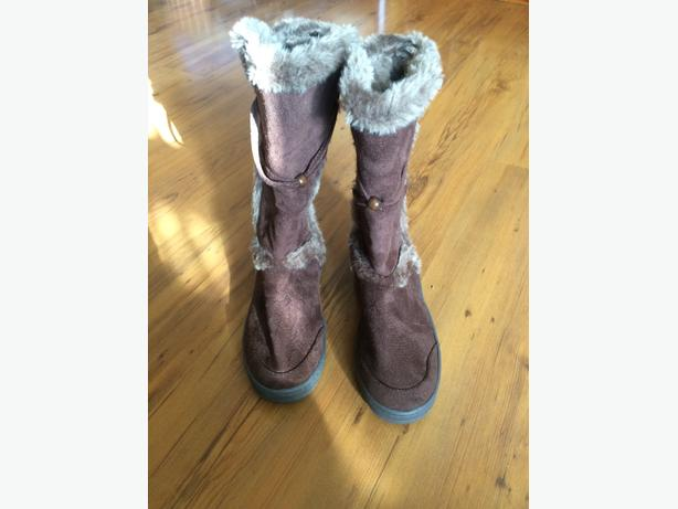 Claires Size 5-Winter Hard Grip Boots