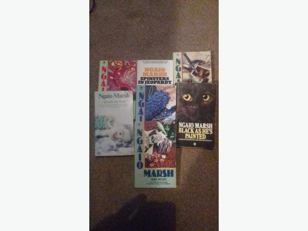 COLLECTION OF EIGHT NGAIO MARSH PAPERBACK BOOKS