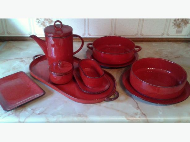 red kitchenware