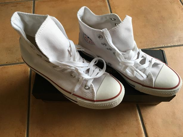 **BRAND NEW** White High Top Unisex Converse Trainers. Size 6.5